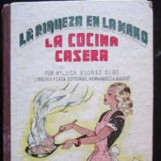 Libros de segunda mano: LIBRO LA RIQUEZA EN LA MANO 1952 LA COCINA CASERA 12X17CM. 205 PAGINAS. Lote 80991728