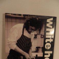 Libros de segunda mano: CHEF MARCO PIERRE WHITE ,- WHITE HEAT , PHOTOGRAPHIIA BY BOB CARLOS CLARKE, COCINA EN INGLES. Lote 91668470