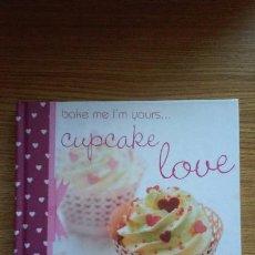Libros de segunda mano: BAKE ME I'M YOURS... CUPCAKE LOVE. ZOE CLARK, 2012. IDEAL PARA SAN VALENTÍN. Lote 95267003
