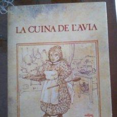 Libros de segunda mano: LA CUINA DE L´AVIA. EDIC MAGRANA 1979. ILUSTRACIONS FRANCESC ARTIGAU.MA. Lote 97949859