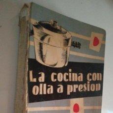 Libros de segunda mano: LA COCINA CON OLLA A PRESIÓN. MARIA VIDAL. EDICIONES GINER 1957 - 396 PÁGINAS LIBROS DE COCINA. Lote 122173411
