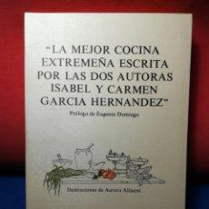 Libros de segunda mano: LA MEJOR COCINA EXTREMEÑA ESCRITA POR LAS AUTORAS ISABEL Y CARMEN G.HERNÁNDEZ - LOS 5 SENTIDOS(1980). Lote 124150471