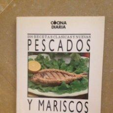 Libros de segunda mano: PESCADOS Y MARISCOS. 200 RECETAS CLÁSICAS Y NUEVAS (SARPE). Lote 125299810