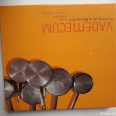 Libros de segunda mano: COCINA - VADEMECUM DE COCINA DE LA MARINA ALTA RECETAS TRADICIONALES CARLOS LLORCA ÁNGELES RUIZ 2003. Lote 125400491