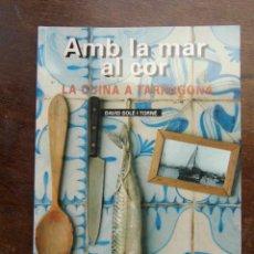 Libros de segunda mano: AMB EL MAR AL COR. LA CUINA A TARRAGONA. DAVID SOLE I TORNE. EDITORIAL EL MEDOL. 1ª EDICIO 1993. Lote 175386497