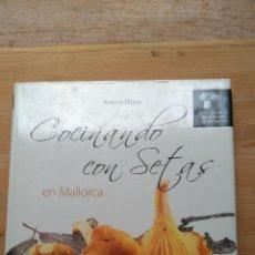 Libros de segunda mano: COCINANDO CON SETAS EN MALLORCA. Lote 130781476