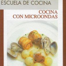 Libros de segunda mano: ESCUELA DE COCINA. COCINA CON MICROONDAS. Lote 137824246