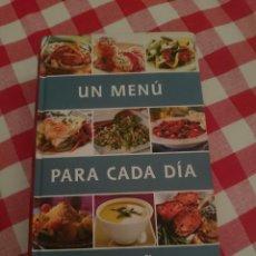 Libros de segunda mano: UN MENU PARA CADA DIA DEL AÑO -VER FOTOS. Lote 151110290