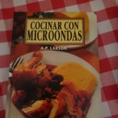 Libros de segunda mano: COCINAR CON MICROONDAS. Lote 151119870