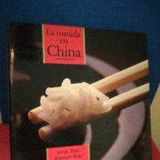 Libros de segunda mano: LA COMIDA EN CHINA - TIGER/WOLF - COCINA - TUSQUETS, 1987. Lote 153983397