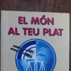 Libros de segunda mano: EL MÓN AL TEU PLAT. RECEPTES DE CUINA VEGETERIANA I SOLIDARIA (S'ALTRA SENALLA).. Lote 155668650