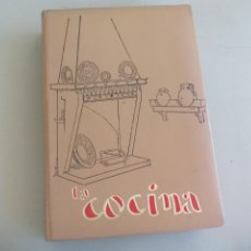 Libros de segunda mano: LA COCINA. COLETTE LELOU. ENCICLOPEDIA DEL HOGAR. EDITORIAL MAYPECA. 1973. VALENCIA. Lote 155864158