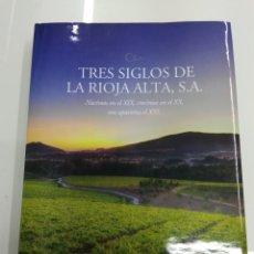 Libros de segunda mano: TRES SIGLOS DE LA RIOJA ALTA S.A. VV.AA SOCIEDAD DE COSECHEROS DE VINO BODEGAS NUEVO GRAN FORMATO. Lote 257632500