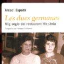 Libros de segunda mano: ARCADI ESPADA. LES DUES GERMANES. MIG SEGLE DEL RESTAURANT HISPANIA. ED. EMPÚRIES 2004. Lote 163835606