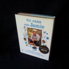 Libros de segunda mano: JAIME OLIVER - EN CASA CON JAMIE, ENCUENTRA TU FORMA DE COCINAR PARA UNA VIDA MEJOR - 2008. Lote 164969342