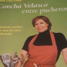Libros de segunda mano: CONCHA VELASCO ENTRE PUCHEROS. LAS.MEJORES RECETAS DE UNA AMA DE CASA DE VALLADOLID. Lote 171773424