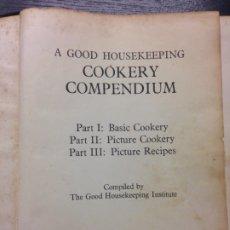 Libros de segunda mano: A GOOD HOUSEKEEPING COOKERY COMPENDIUM, 1954. Lote 172841687