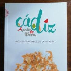 Libros de segunda mano: CÁDIZ A PEDIR DE BOCA. GUÍA GASTRONÓMICA DE LA PROVINCIA DE CÁDIZ. 2017. PEPE MONFORTE. COCINA.. Lote 173669798