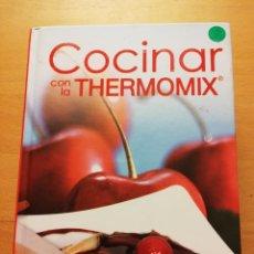 Libros de segunda mano: COCINAR CON LA THERMOMIX. INCLUYE RECETAS ESPECIALES PARA NIÑOS (TODOLIBRO). Lote 174036334