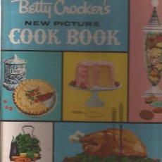 Libros de segunda mano: LIBRO DE COCINA BETTY CROCKER COOK BOOK USA 1961 RECETAS EN FICHAS EN INGLES. Lote 174484505