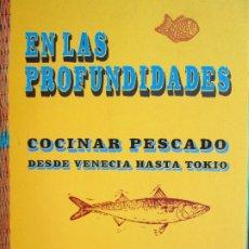 Libros de segunda mano: EN LAS PROFUNDIDADES COCINAR PESCADO DESDE VENECIA HASTA TOKIO. Lote 175999123
