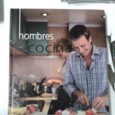 Libros de segunda mano: HOMBRES EN LA COCINA - VV. AA.. Lote 184080565