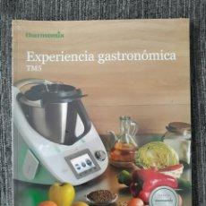 Libros de segunda mano: LIBROS DE COCINA DE THERMOMIX - EXPERIENCIA GASTRONÓMICA TM5. Lote 242283275