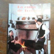 Libros de segunda mano: LA CUINA DE TORTOSA. JOSEP ANGEL ODENA I FABREGAT. 1ª EDICIO 1991. EDITORIAL RIBERA & RIUS. DRCH. Lote 285269438