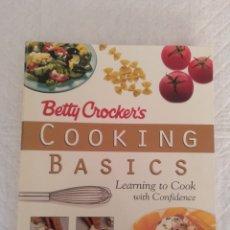 Libros de segunda mano: COOKING BASICS BETTY CROCKER'S. LEARNING TO COOK WITH CONFIDENCE. LIBRO. Lote 188580840