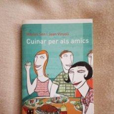 Libros de segunda mano: CUINAR PER ELS AMICS MIQUEL SEN JOAN VINYOLI PLANETA 2002. Lote 191609662