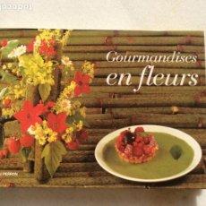 Libros de segunda mano: GOURMANDISES EN FLEUR. ARTE FLORAL Y RECETAS DE COCINA. EN FRANCÉS.. Lote 192061268