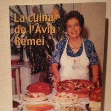 Libros de segunda mano: LIBRO - LA CUINA DE L'AVIA REMEI - COCINA - REMEI RIBAS AGUILERA - AÑO 2002. Lote 228217980