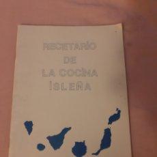 Libros de segunda mano: LIBRO RECETARIO DE LA COCINA ISLEÑA. (1.989). Lote 200290757
