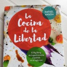 Libros de segunda mano: LA COCINA DE LA LIBERTAD - ANSÓN, RAFAEL - LA ESFERA DE LOS LIBROS 2016. Lote 201559468