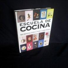 Libros de segunda mano: ESCUELA DE COCINA - 500 RECETAS PASO A PASO Y 3000 FOTOS - VARIOS AUTORES - GRIJALBO 2012. Lote 204552050