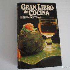 Libros de segunda mano: GRAN LIBRO DE LA COCINA INTERNACIONAL TIENE ALGUNAS HOJAS SUELTAS. Lote 205652478
