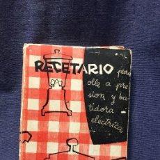 Libros de segunda mano: ANTIGUO RECETARIO PARA OLLA PRESIÓN BATIDORA ELÉCTRICA SECCIÓN FEMENINA FET JONS 1961. Lote 207979222