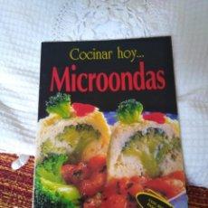 Libros de segunda mano: COCINAR HOY... MICROONDAS. Lote 210575338