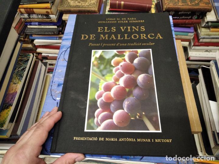 Libros de segunda mano: ELS VINS DE MALLORCA . PASSAT I PRESENT DUNA TRADICIÓ SECULAR . OLAÑETA . INCLOU ESTOIG . - Foto 2 - 212427716