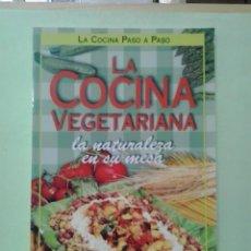 Libros de segunda mano: LMV - LA COCINA VEGETARIANA. Lote 214153778