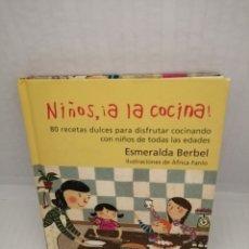 Libros de segunda mano: NIÑOS, A LA COCINA: 80 RECETAS DULCES PARA DISFRUTAR COCINANDO CON NIÑOS DE TODAS LAS EDADES. Lote 215980190