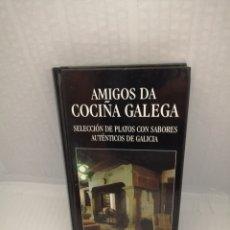 Libros de segunda mano: AMIGOS DA COCIÑA GALEGA: SELECCIÓN DE PLATOS CON SABORES AUTÉNTICOS DE GALICIA. Lote 216414435