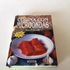 Libros de segunda mano: COCINA CON MICROONDAS. Lote 216603753