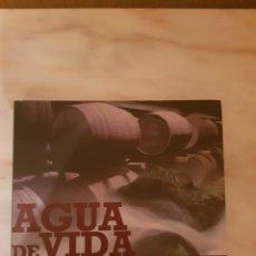 Libros de segunda mano: AGUA DE VIDA. UNA APROXIMACIÓN AL WHISKY DE MALTA. Lote 216883413