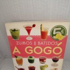 Libros de segunda mano: ZUMOS Y BATIDOS A GOGÓ (PRIMERA EDICIÓN). Lote 217400876