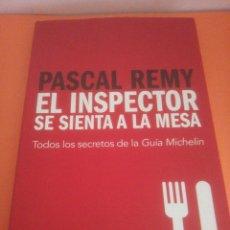 Libri di seconda mano: EL INSPECTOR SE SIENTA A LA MESA - PASCAL REMY - TODOS LOS SECRETOS DE LA GUÍA MICHELIN. Lote 218270556