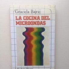 Libros de segunda mano: LA COCINA DEL MICROONDAS. Lote 221809707