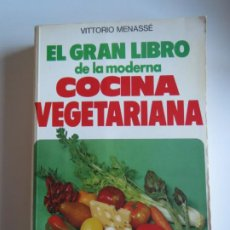 Libros de segunda mano: EL GRAN LIBRO DE LA MODERNA COCINA VEGETARIANA VITTORIO MENASSE 1978 DE VECCHI. Lote 223286902