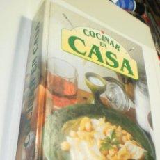 Libros de segunda mano: COCINAR EN CASA. SEVILIBRO 1995. TAPA DURA. COLOR. 390 PÁG (BUEN ESTADO). Lote 225195410