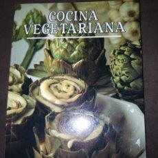 Libros de segunda mano: COCINA VEGETARIANA. IBERLIBRO. AÑO 1991. RÚSTICA. PÁGINAS 150 PESO 450 GR.. Lote 227210475